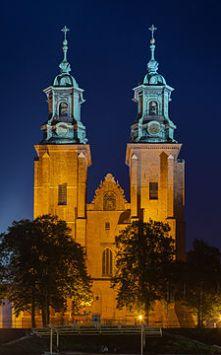 225px-Catedral_de_Gniezno,_Gniezno,_Polonia,_2014-09-20,_DD_45-47_HDR