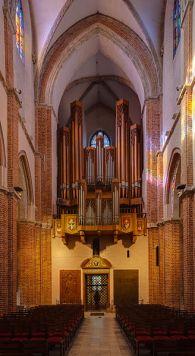 328px-Catedral_de_Gniezno,_Gniezno,_Polonia,_2014-09-17,_DD_10-12_HDR