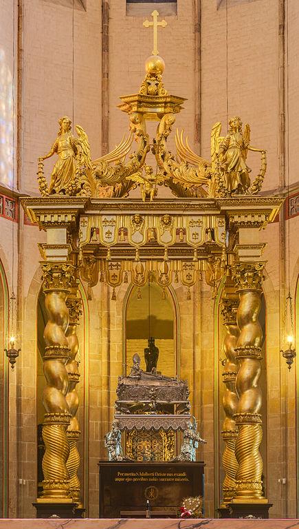 ST ADALBERT'S COFFIN Catedral_de_Gniezno,_Gniezno,_Polonia,_2014-09-17,_DD_25-27_HDR