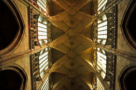 Ceiling-Architecture-Inside-The-St.-Vitus-Cathedral