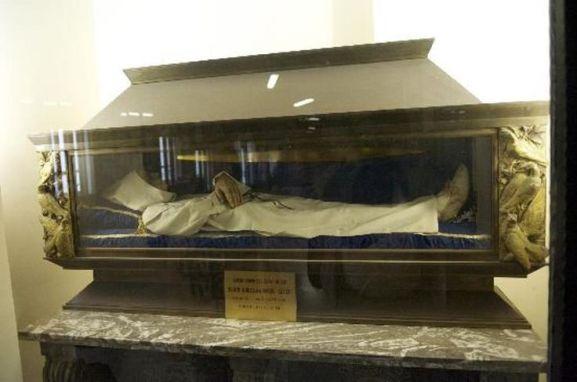 Incorruptible body of Saint William of Vercelli at Santuario di Montevergine, Avellino