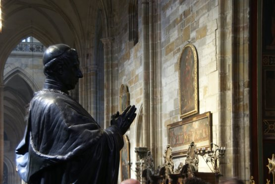 Pope-Statue-Inside-The-St.-Vitus-Cathedral-Prague