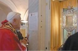 Pope-Benedict-Veronica-Veil