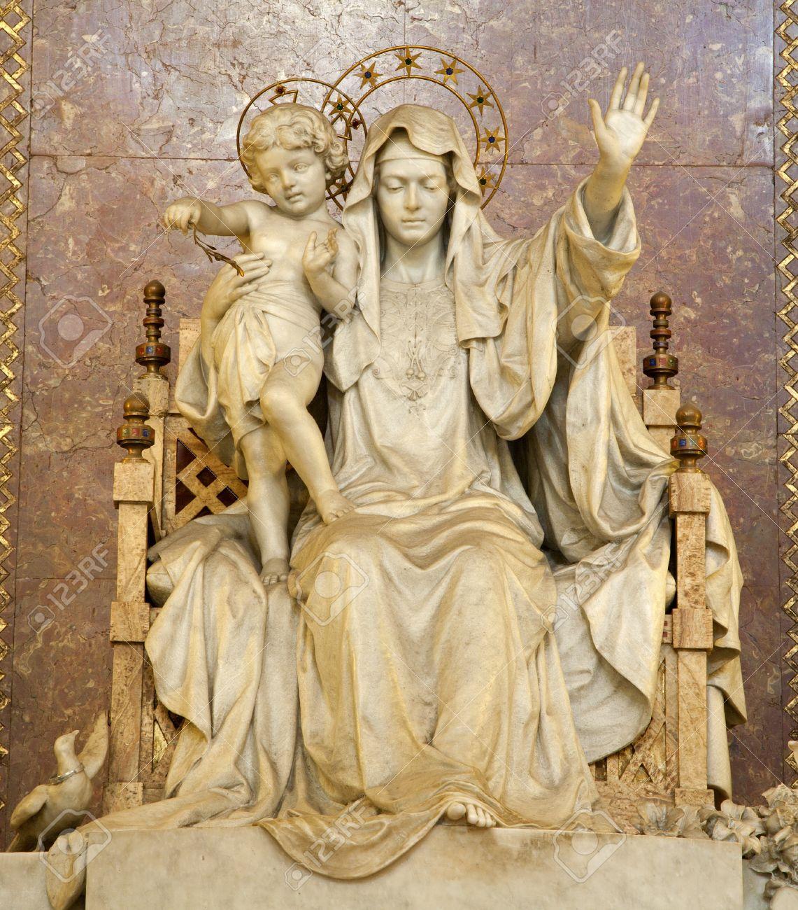 14986728-Rome-statue-of-Mother-of-Jesus-from-Santa-Maria-Maggiore-basilica-Stock-Photo