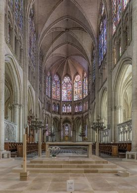 Troyes_Cathedral,_Altar_and_Choir_20150104_1