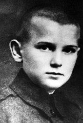 "Undated filer of the young Karol Wojtyla, who later became Pope John Paul II. Pope John Paul II is not in a coma but is beginning to lose consciousness and his general condition remains ""critical"", Vatican spokesman Joaquin Navarro-Valls said Saturday, 02 April 2005. The spokesman also appeared to confirm concerns that the 84-year-old pope was nearing the end. EPA/STF (B/W only) +++(c) dpa - Bildfunk+++"