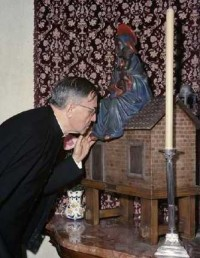 st josemaria and a replica of loreto
