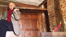 220px-Entrance_to_the_priest_hole_(from_inside)_In_the_Library_Havrington_Hall-Worcestershire-UK-1