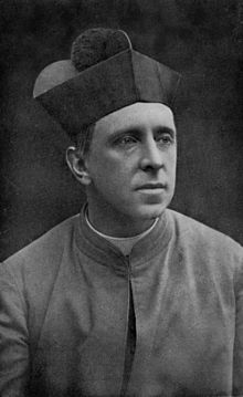 220px-Monsignor_R._H._Benson_in_Oct._1912,_Aged_40