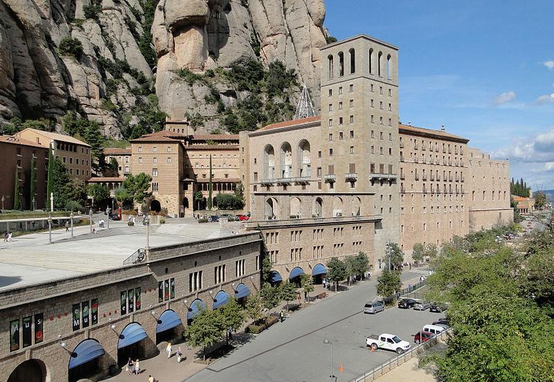 800px-Abbey_of_Montserrat_02