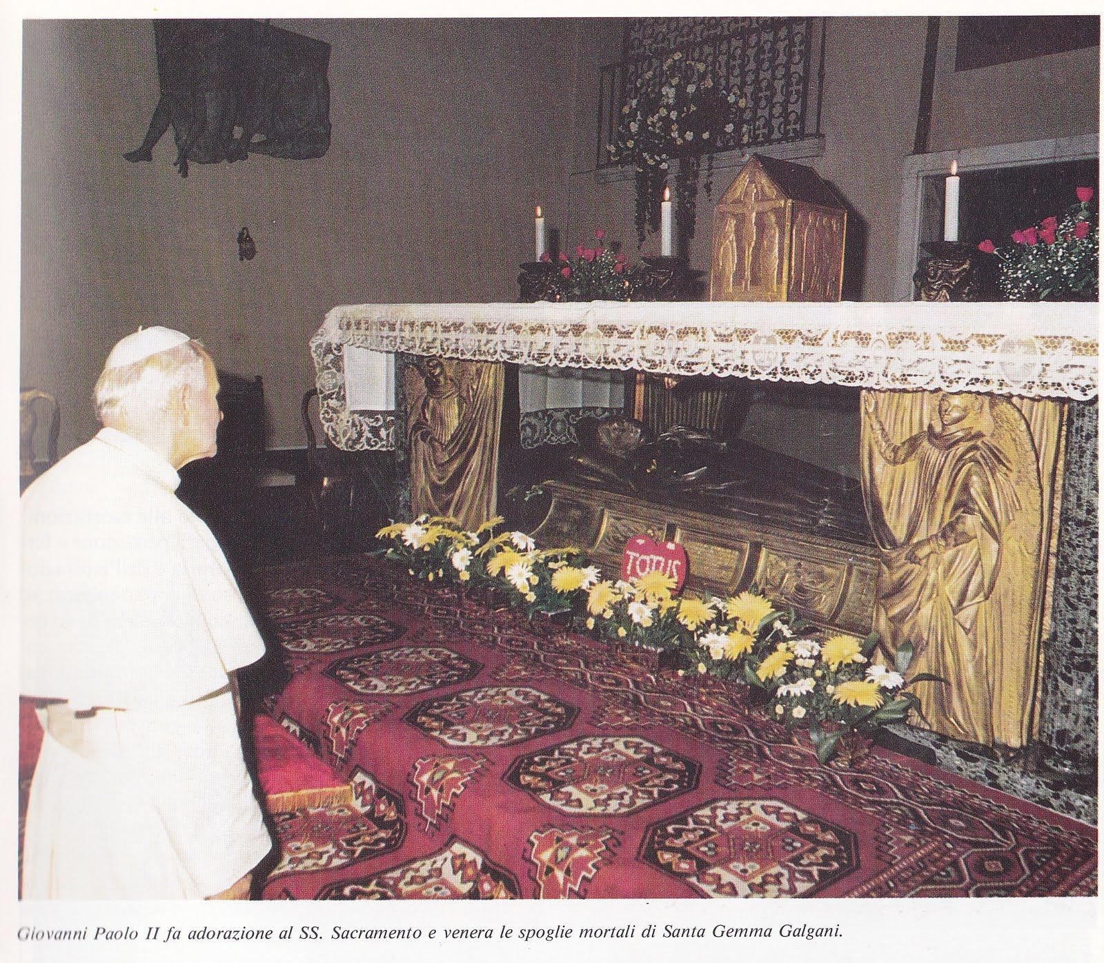 Giovanni-Paolo-II-adorazione-al-SS.-Sacramento