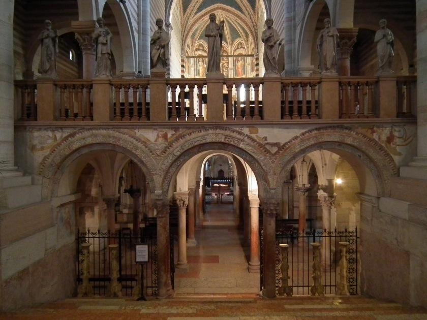 Verona,_Basilica_di_San_Zeno,_crypt_001