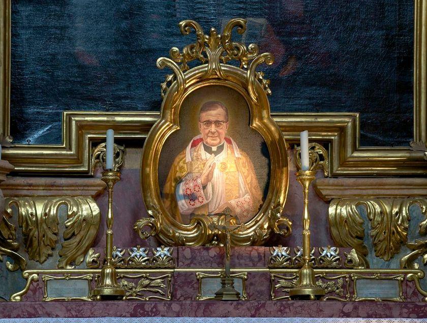 1014px-Detail_autel_Jose_Maria_Escriva_de_Balaguer_Peterskirche_Vienna