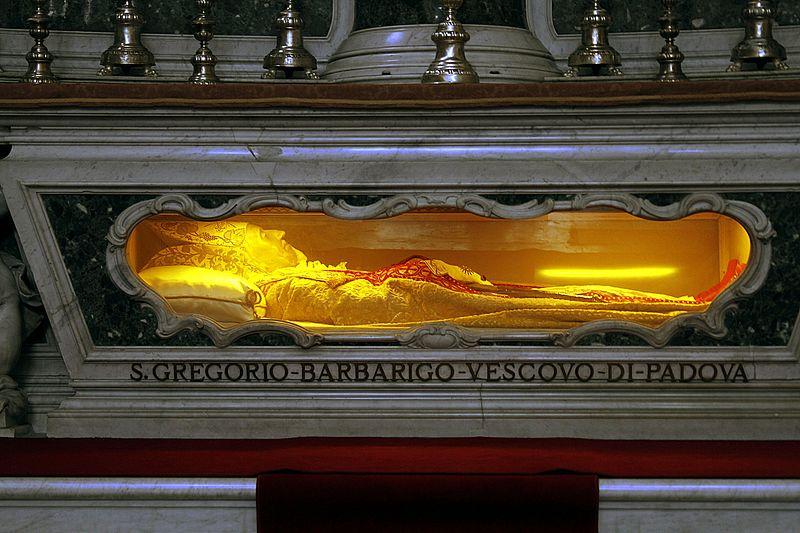 Body_of_St._Gregorio_Barbarigo_-_Altar_of_St._Gregorio_Barbarigo_-_Duomo_-_Padua_2016