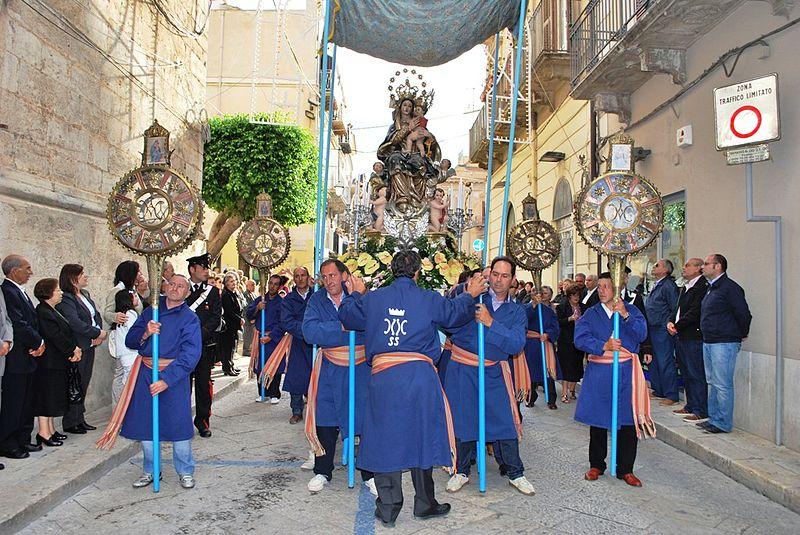 Maria_SS_dei_Miracoli_-_ALCAMO_processione_2010_042