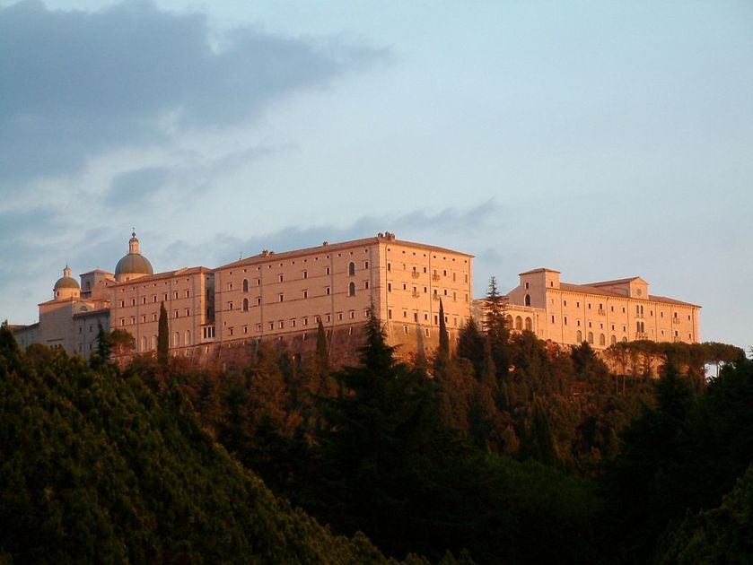 1024px-Monte_Cassino_Opactwo_1