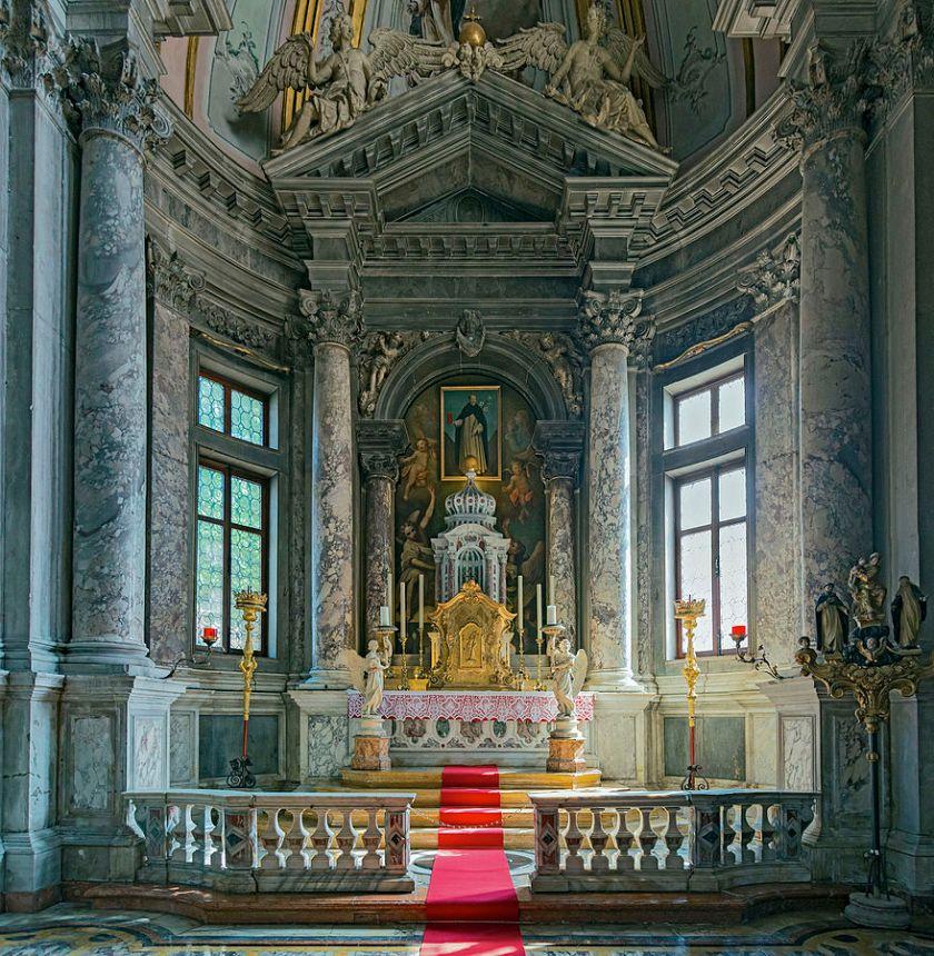 879px-Interior_of_Santi_Giovanni_e_Paolo_Venice_-_Chapel_of_St._Dominic_by_Andrea_Tirali