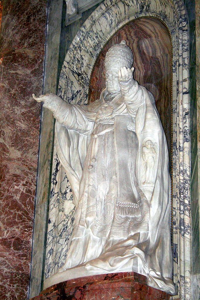 0_Statue_de_Pie_X_-_Basilique_St-Pierre_-_Vatican