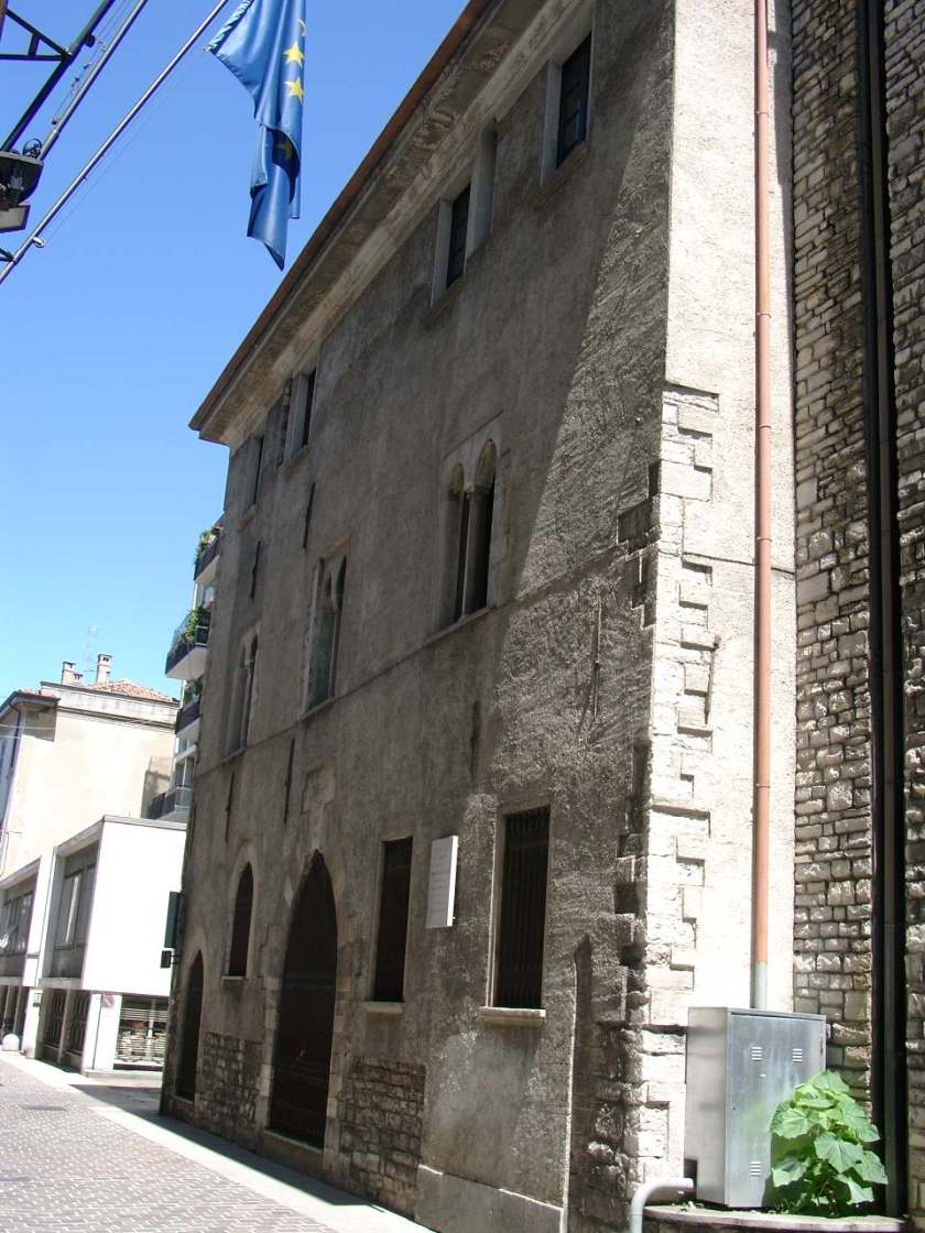 Geburtshaus_Innozenz_XI.in Como. jpg