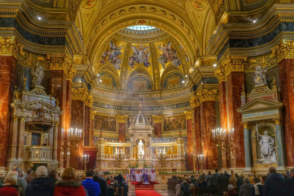 Interior-St.-Stephens-Basilica-Budapest-Hungary
