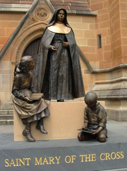 saint-mary-statue with sitting children