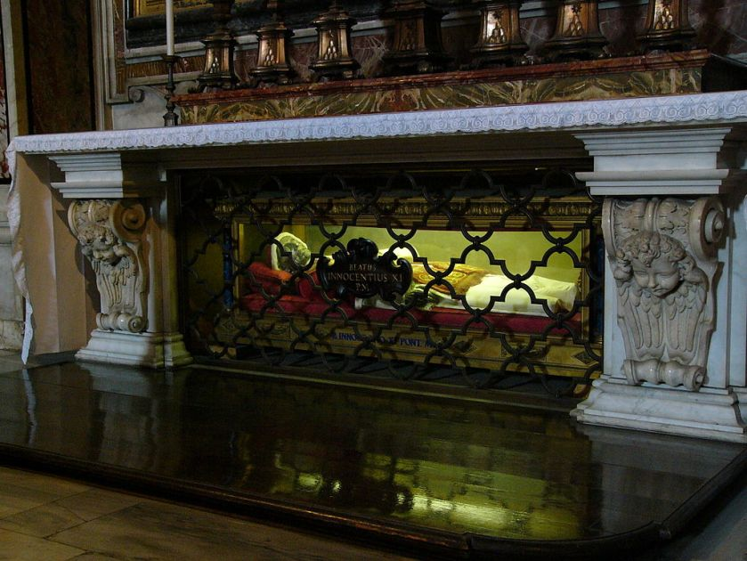 Tomb_of_Innocentius_XI_in_the_Chapel_of_St._Sebastian_of_Saint_Peter's_Basilica