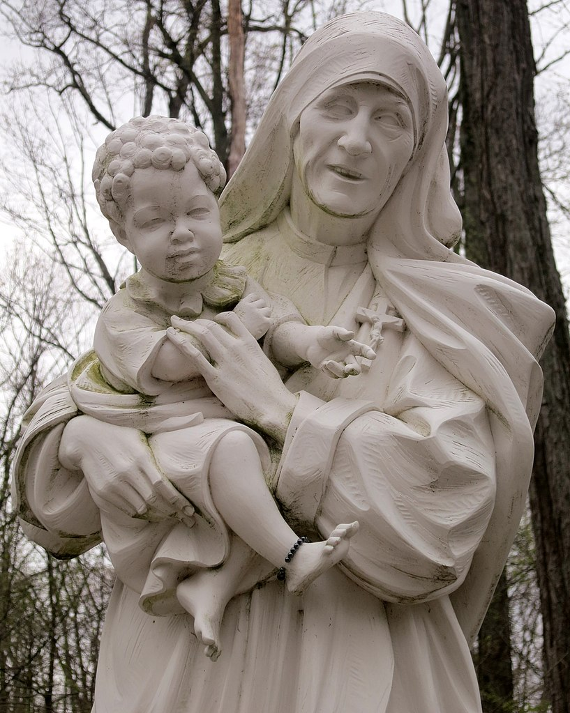 817px-Blessed_Mother_Teresa_of_Calcutta_Grotto_(Sorrowful_Mother_Shrine)_-_detail