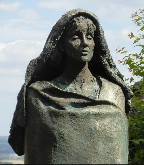 hildegard statue