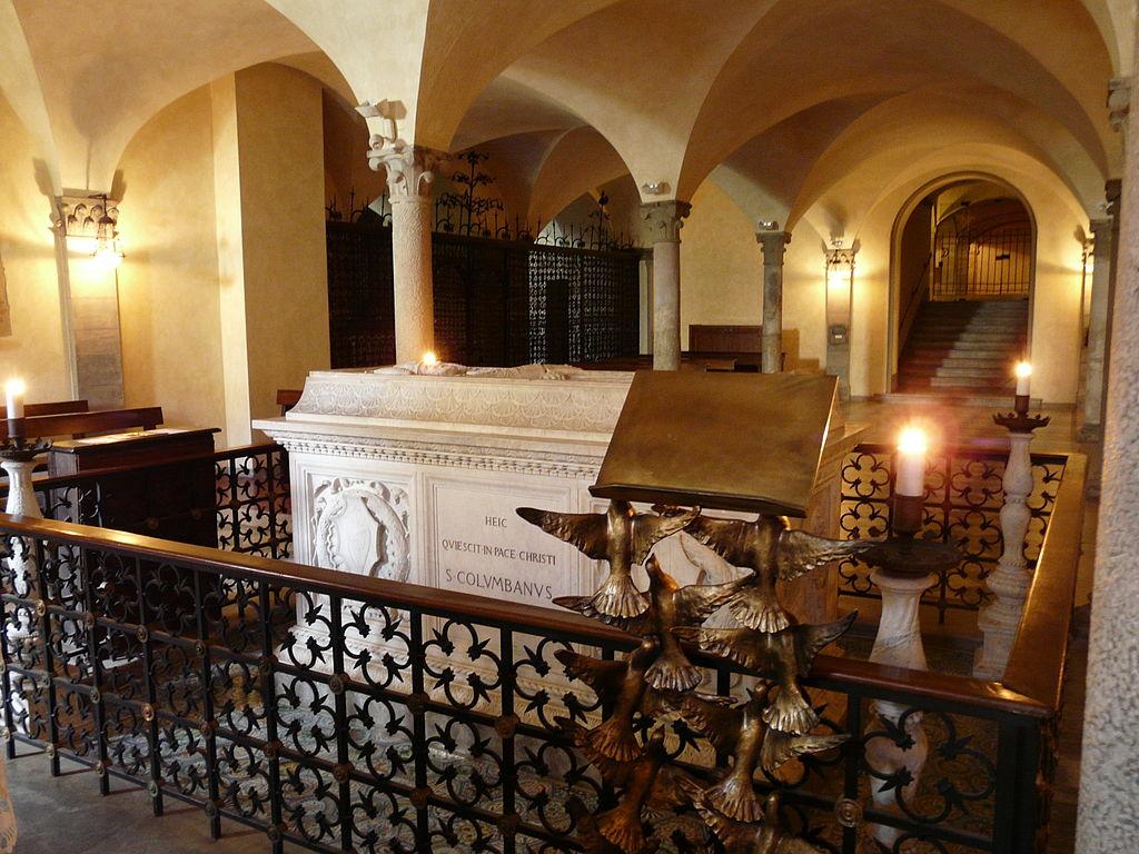 1024px-Bobbio-abbazia_di_san_colombano-cripta3