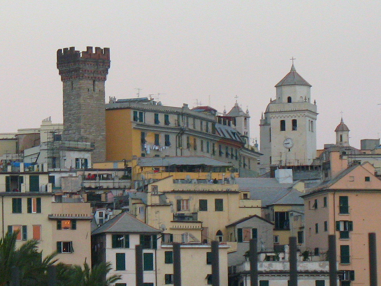 1280px-Genova-centro_storico-IMG_1503