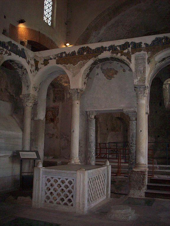 576px-Cimitile_tomb_of_felix_of_Nola.JPG