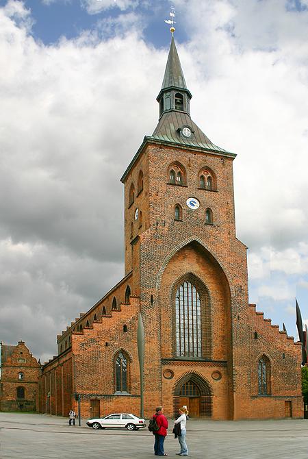 Sankt_Knuds_Kirke_Odense.jpg