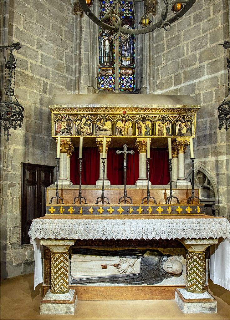 shrine 735px-barcelona_cathedral_interior_-_capella_de_sant_ramon_de_penyafort