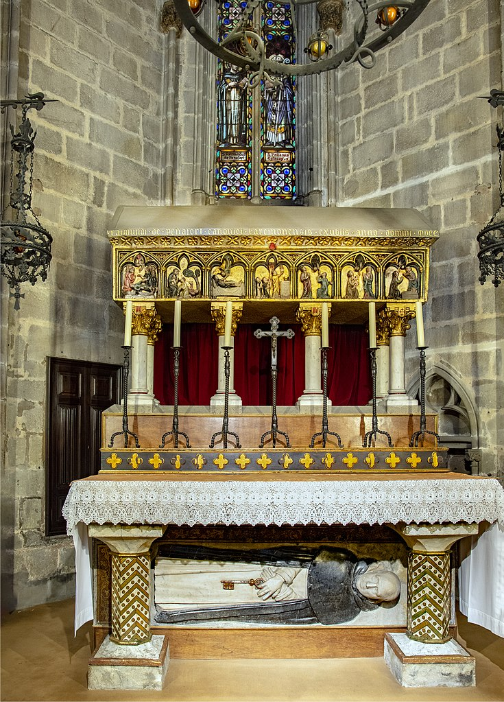 shrine 735px-barcelona_cathedral_interior_-_capella_de_sant_ramon_de_penyafort