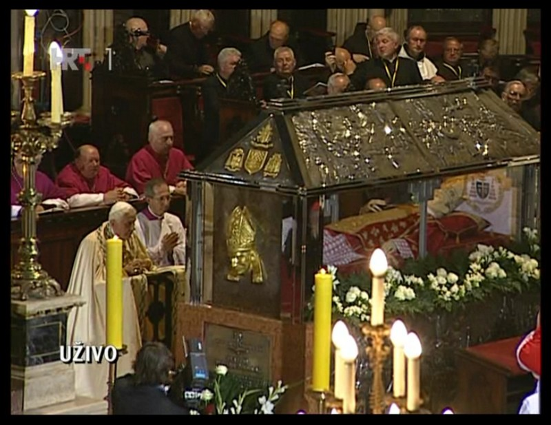 Benedict-XVI-at-grave-of-Blessed-Stepinac-in-Zagreb-Cathedral-Croatia