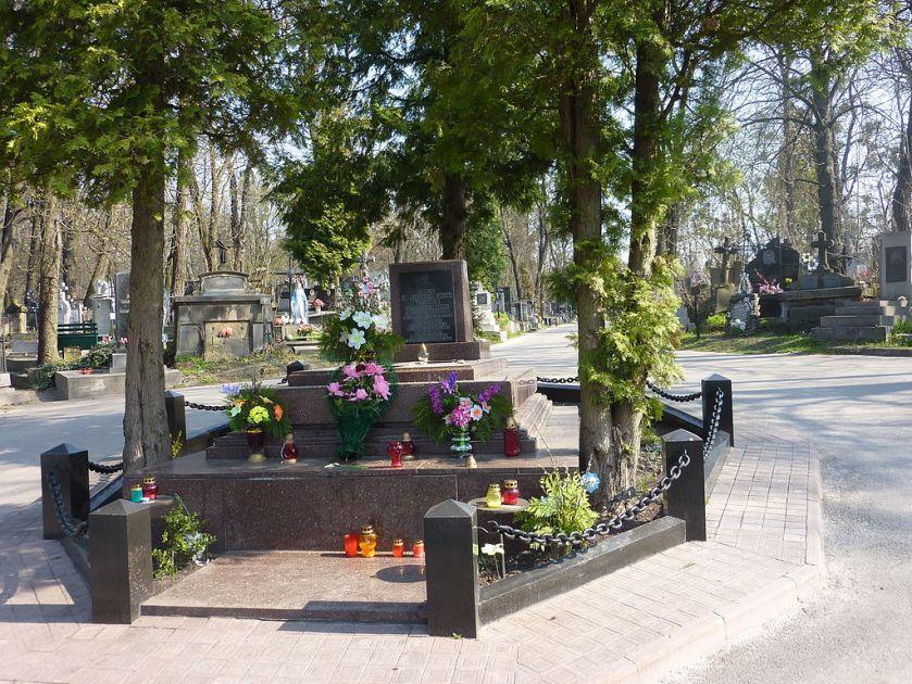 buriel place 1024px-Lwów-cmJanowski-GrobJozefaBilczewskiego.jpg