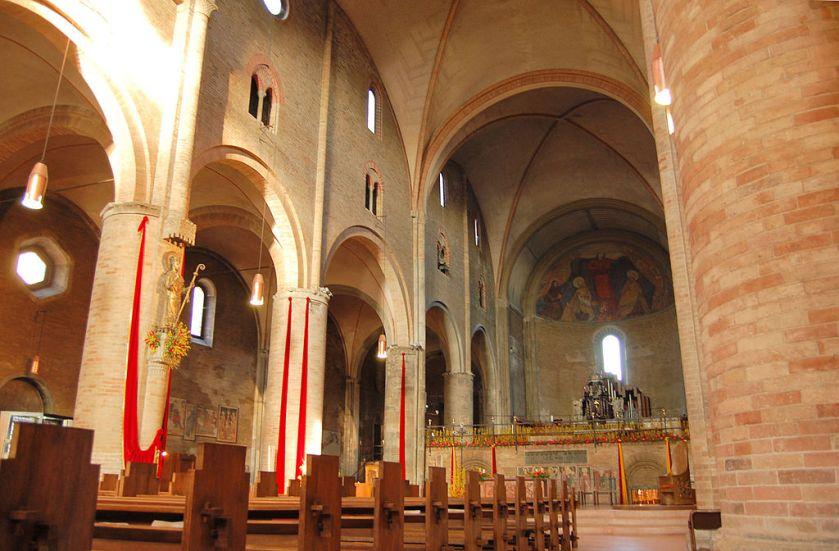 1024px-Duomo_di_Lodi_interno.jpg