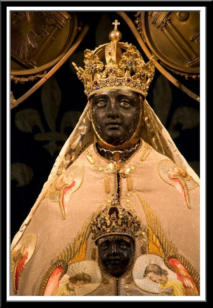 our lady of africa crowned.jpg
