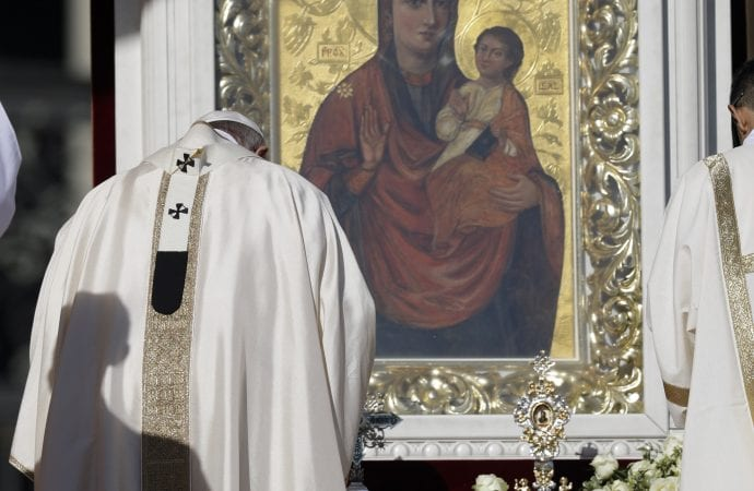pope francis bows in front of populus mary.jpeg