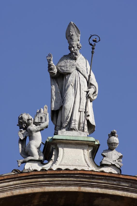 st proper statue