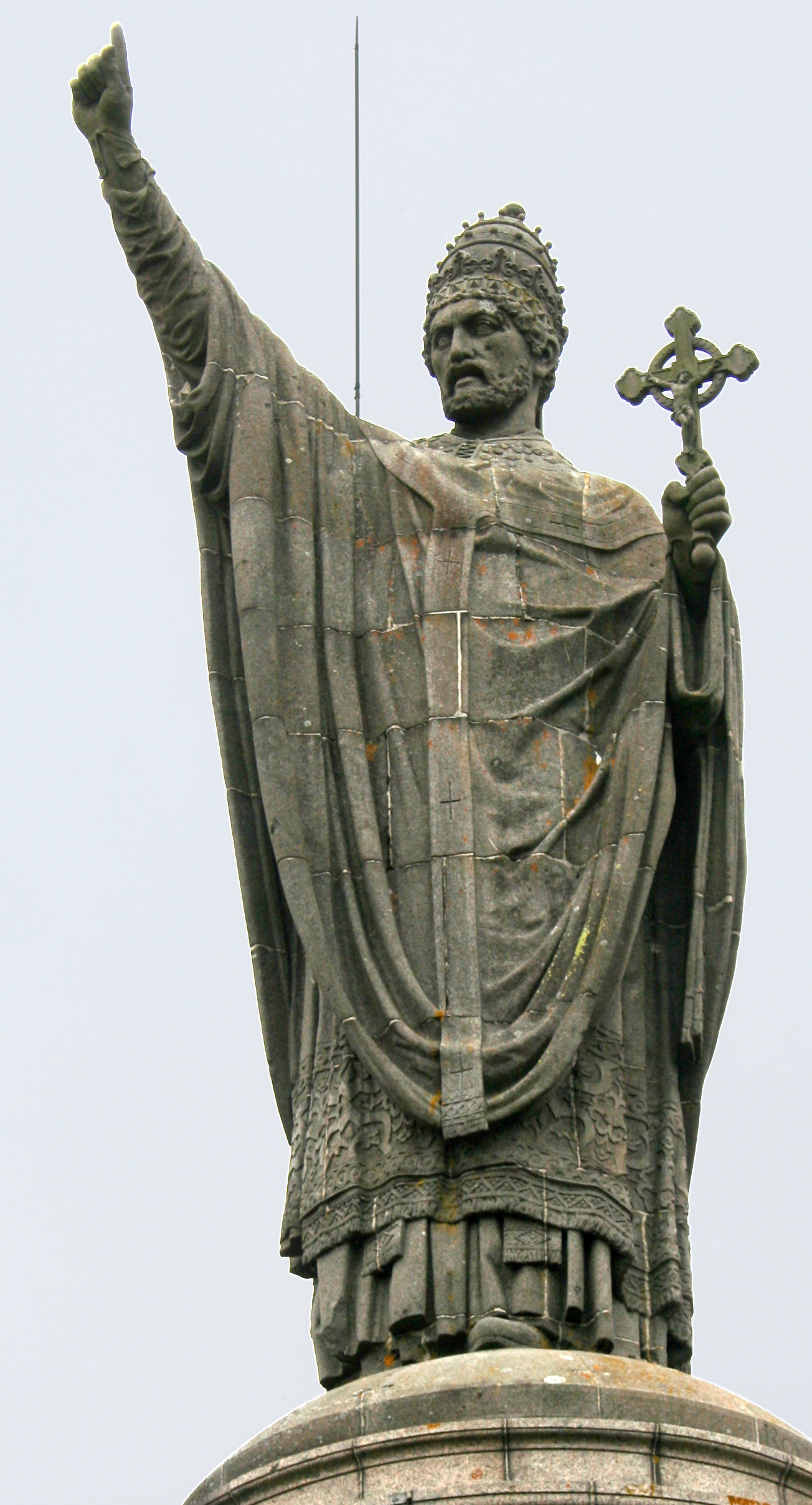 bl urban II statue.jpg