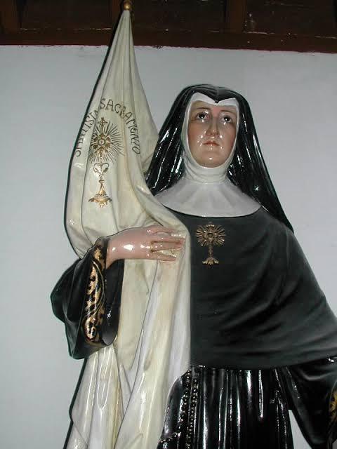 st maria michael statue