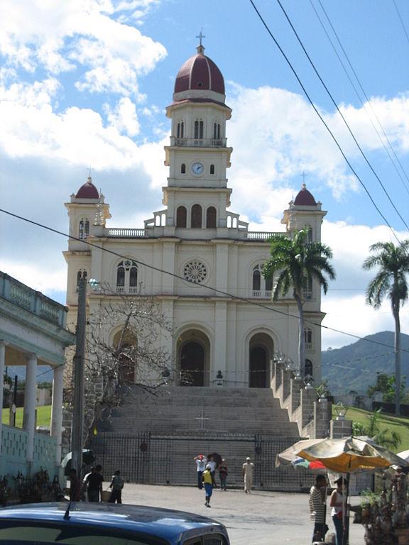 576px-Iglesia_El_Cobre_Santiago_de_Cuba_2.jpg