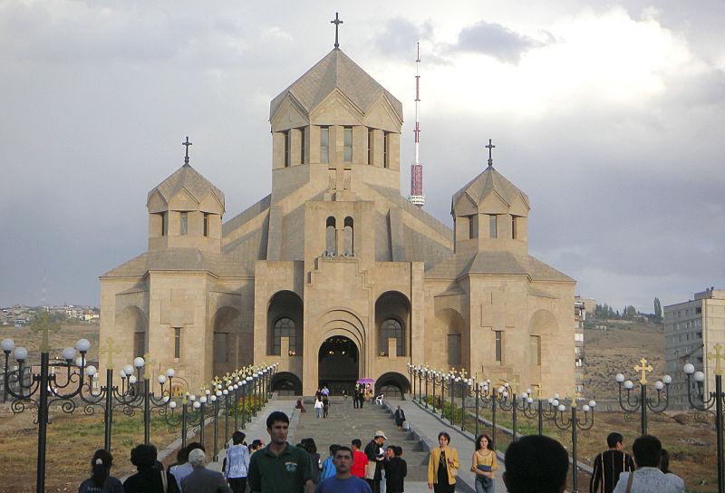 800px-Cathedrale-erevan003.jpg