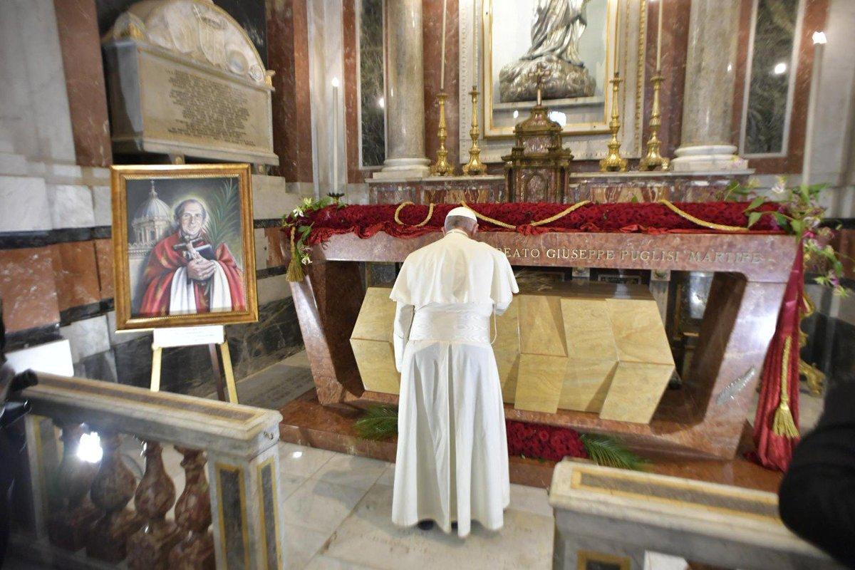 bl giuseppe pino puglisis pope francis at his tomb