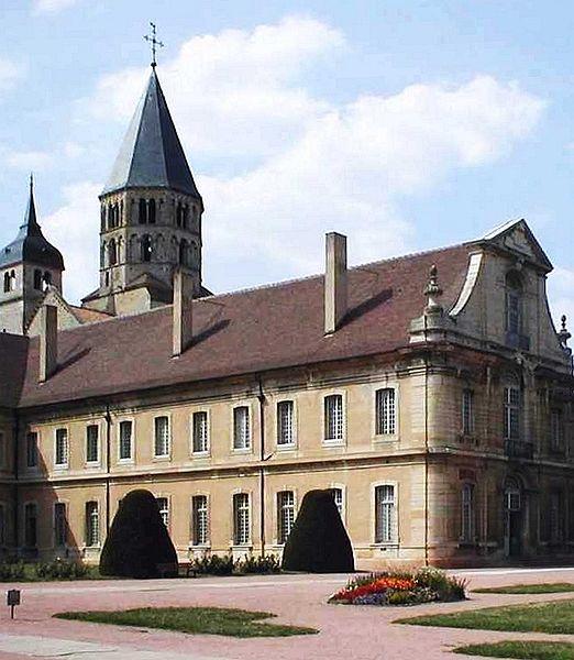 522px-Cluny-Abtei-Ostfluege 2005l-mtob