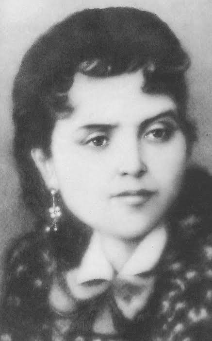 bl dolores very young.jpg