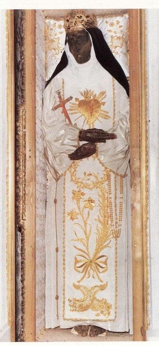 corpo-mummificato-santa-eustochia-smeralda-calafato-messinac-clarissa-incorrotto