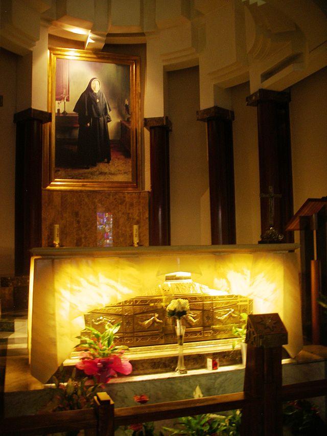 st GenovevaTorres-Sepulcre shrine.JPG
