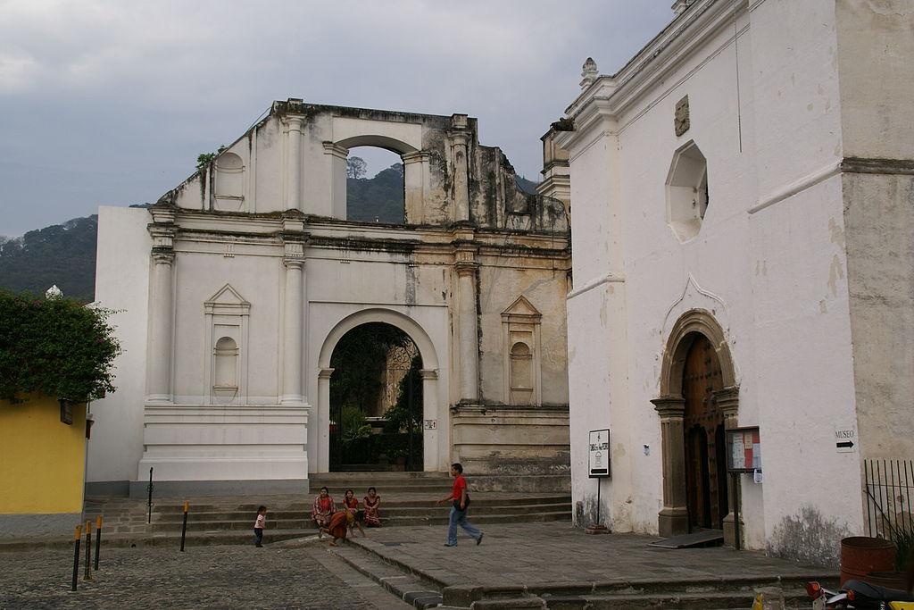 1024px-2010.05.13.172409_Iglesia_San_Francisco_Antigua_Guatemala